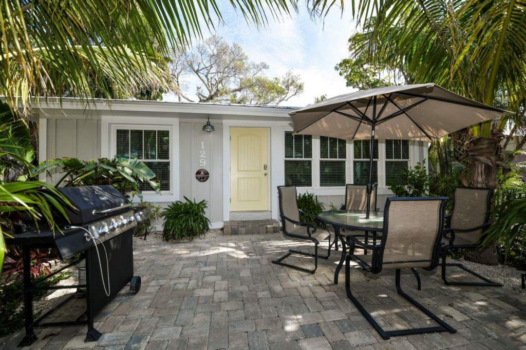 Heron Hideaway 1-bedroom suite at tropical breeze resort